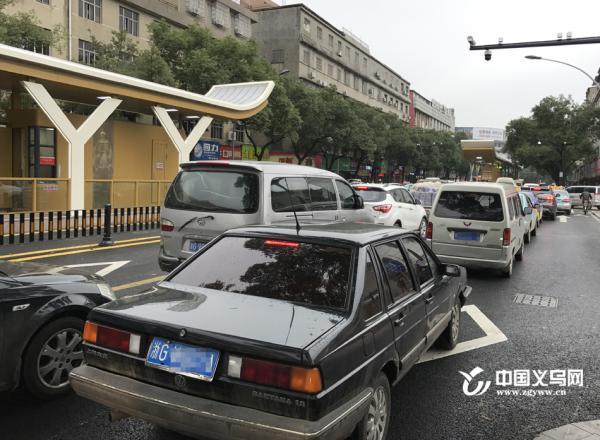 开通后,义乌至金华的城际快速公交(BRT3号线)的站台也进行了略图片
